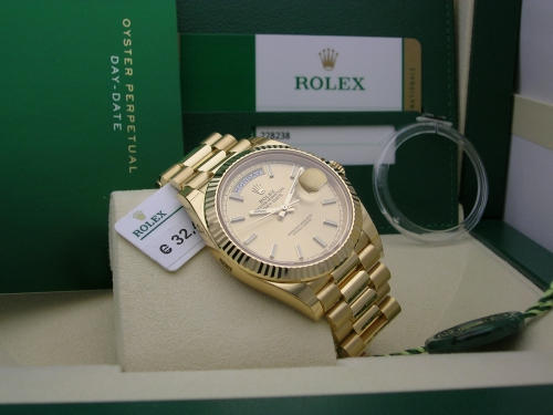 ROLEX DAY-DATE 40  228238  2017 CHAMPAGNE DIAL